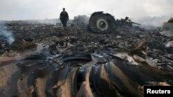 На месте крушения рейса MH-17