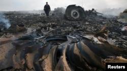 Ուկրաինա - «Մալայզիական ավիաուղիներ»-ի կործանված «Բոինգ-777»-ի բեկորները Դոնեցկի շրջանում, 17-ը հուլիսի, 2014թ․
