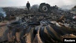 Ուկրաինա - Կործանված «Բոինգ»-ի բեկորները Դոնեցկի մարզի Հրաբովե բնակավայրի մերձակայքում, 17-ը հուլիսի, 2014թ․