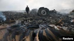 На місці падіння «Боїнга 777» рейсу MH-17 поблизу селища Грабове Донецької області, 17 липня 2014