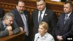 Тимошенко и ее сторонники письменно потребовали от Ющенко распустить парламент