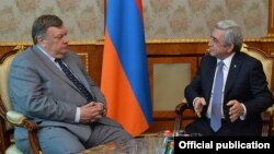 Андрей Сорокин (слева) и Серж Саргсян, Ереван, 3 мартя 2016 г.