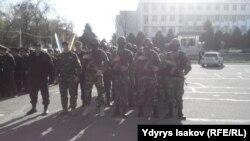 Pamje e policisë në qendër të qytetit Osh në Kirgizi