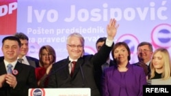 Ivo Josipovic, newly elected president of Croatia, celebrates with his family.