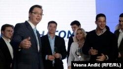 Прогрессивная партия Сербии празднует победу на внеочередных парламентских выборах