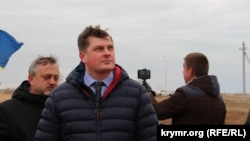 Sergey Kostinskiy «Çonğar» keçit noqtası yanında TV qullesiniñ qurucılığı vaqıtında