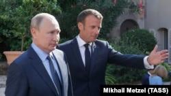 Prezidentlər Vladimir Putin (solda) ə Emmanuel Macron avqustun 19-da görüşüblər
