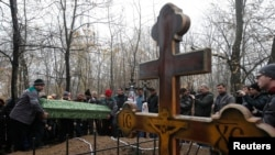 Похороны подростков, погибших при взрыве снаряда в школе в Донецке. 7 ноября 2014 года.