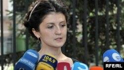 Иванишвили әділет министрі қызметіне ұсынған Ти Цулукиани. Тбилиси, 2 маусым 2010 жыл.