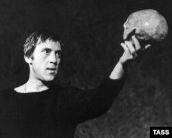 В. Высоцкий в роли Гамлета. 1971 год