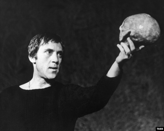 Vysotsky as Hamlet at the Taganka Theate in 1971