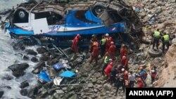 Рятувальна операція на місці падіння автобуса, Перу, 2 січня 2018 року