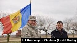 Generalul american Philip Breedlove și fostul ministru molodvean al apărării în vizită la baza militară de instruire de la Bulboaca, martie 2016