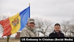 Generalul american Philip Breedlove în vizită la poligonul de la Bulboaca