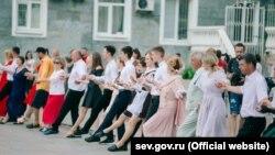 Танцевальная акция в честь 75-летия Победы над нацизмом в Севастополе