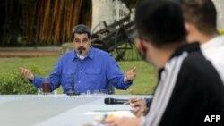 نیکلاس مادورو از زمان روی کار امدن با مشکلات اقتصادی فراوان دست به گریبان بوده است