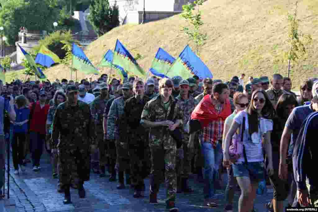 Учасники «Маршу Святослава» розпочали ходу вулицею Героїв Небесної сотні