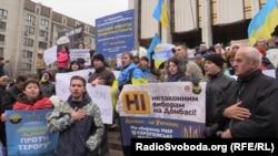 Архивное фото. Протест вынужденных переселенцев из Донбасса против псевдовыборов на территории, подконтрольной группировке «ДНР», которая признана в Украине террористической. Киев, 2014 год