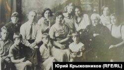 Марцинковский с учениками. Фото из книги Инны Губушкиной