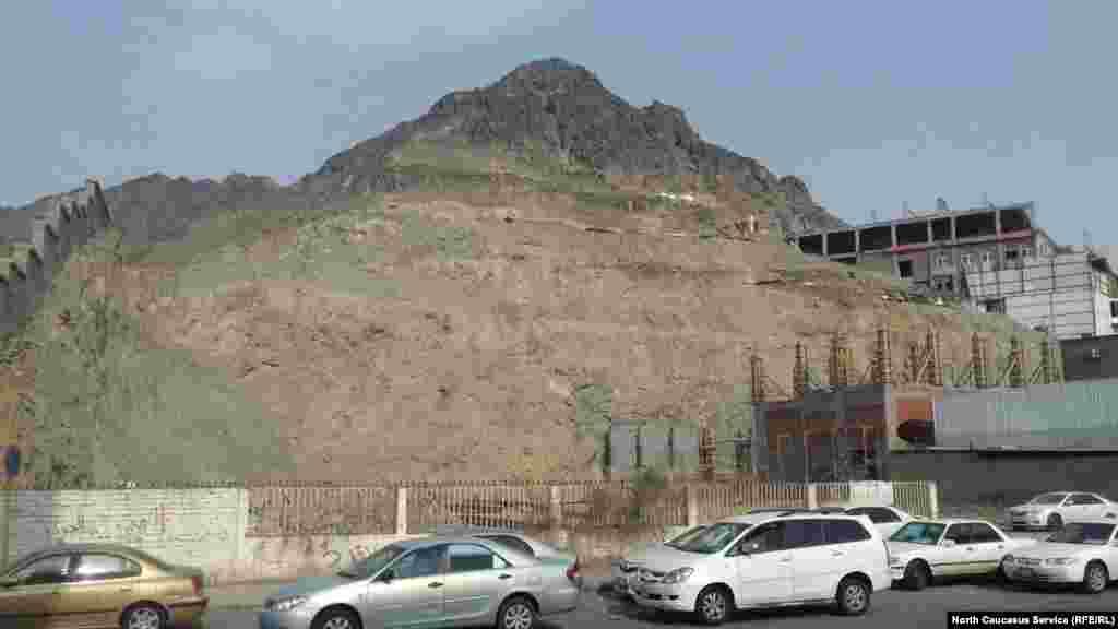 Мекка расширяется за счет разрушения окрестных холмов