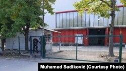 """Qendra e përkohshme e migrantëve """"Bira"""" në Bihaq të Bosnjës."""