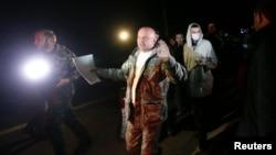 Советник главы СБУ Юрий Тандит во время одного из обменов заключенными. Ноябрь 2014 года