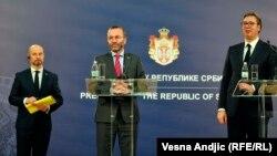 Vladimir Bilčik, lider Evropske narodne partije u Evropskom parlamentu Manfred Veber (u sredini) i predsednik Srbije Aleksandar Vučić. Susret, 2. decembra 2019. u Beogradu.