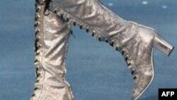 پوشیدن چکمه های بلند روی شلوار از مصادیق بد پوششی معرفی شده است.