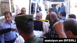 Армена Ламбаряна перевозят в медцентр «Эребуни», Ереван, 6 сентября 2016 г.