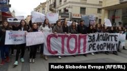Протест на средношколци од Битола против лошите реформи во средното образование.