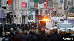 Potraga za teroristima u predgrađu Pariza