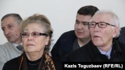 Анастасия и Есенгос Мамбеталины, родители гражданского активиста Серикжана Мабеталина, обвиняемого в возбуждении национальной розни.