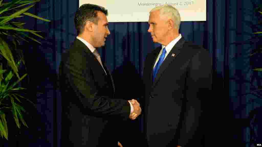 МАКЕДОНИЈА / САД - Домашните аналитичари велат дека средбата на премиерот Зоран Заев со американскиот потпретседател Мајк Пенс е уште една потврда за посветеноста на американската администрација да и помогне и да ја охрабри Македонија да помине низ овој чувствителен период околу референдумот.