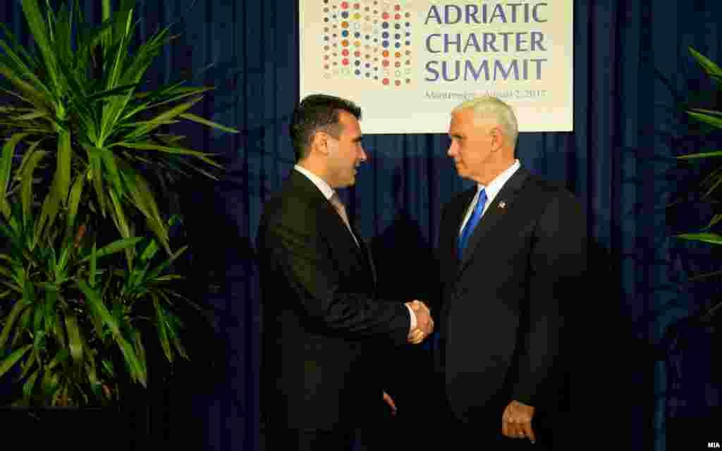САД / МАКЕДОНИЈА - Американскиот потпретседател Мајк Пенс на Твитер соопшти дека разговарал со премиерите на Македонија и на Грција Зоран Заев и Алексис Ципрас за да им ја пренесе американската поддршка за Договорот за името.