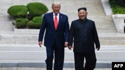 Президент США Дональд Трамп и лидер Северной Кореи Ким Чен Ын