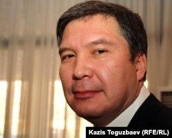 """Председатель пропрезидентской партии """"Руханият"""" Серикжан Мамбеталин на съезде партии. Алматы, 30 ноября 2011 года."""