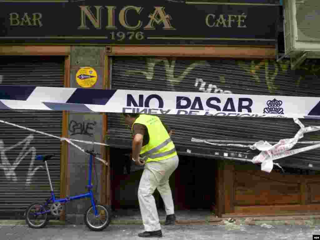"""9 gusht '09 - Organizata separatiste baske ETA e ka pohuar përgjegjësinë për sulmet e fundit në Spanjë. Në një deklaratë të lëshuar në gazetën probaske """"Gara"""", grupi e pohoi përgjegjësinë për sulmin me automjet bombë më 19 korrik, që la të vdekur inspektorin e policisë, Eduardo Puelles Garcia, në qytetin bask Arrigorriaga. Në deklaratë gjithashtu u mor përsipër sulmi me automjet bombë më 30 korrik, para objektit të policisë në qytetin Majorka, ku u vranë dy pjesëtarë të policisë paramilitare të Gardës Civile."""