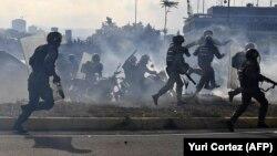 Столкновения демонстрантов с полицией. Венесуэла. 30 апреля 2019 года.
