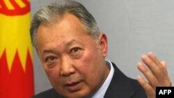 Ղրղըզստանի նախկին նախագահ Կուրմանբեկ Բակիևը Մինսկում ասուլիսի ժամանակ, հունիս, 2010թ․