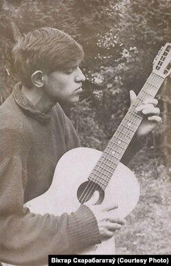 Гітарыст-самавучка ў выпускной клясе, 1968 год, Менск