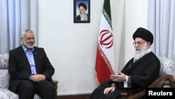 Supreme Leader Ayatollah Ali Khamenei (R) speaks during an official meeting with Hamas leader Ismail Haniyeh in Tehran, 12Feb2012. File photo