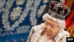 این سنگ گرانبها بالای تاج ملکه بریتانیا موقعیت دارد