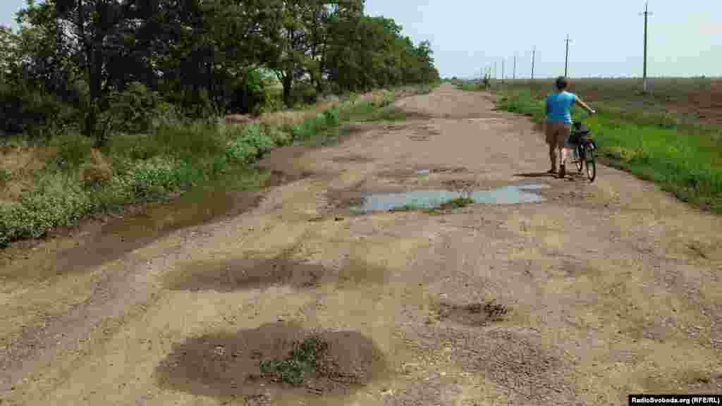 Дорога до Садової – суцільні ями