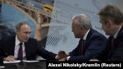 Рускиот претседател Владимир Путин на состанок со тајкуни чии деловни активности се наоѓаат во регионот на Краснојарск, за да разговара за еколошките грижи на локалните жители, како дел од неговата посета на Краснојарск, 7 февруари 2018 година