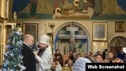 Министр Чечни Джамбулат Умаров в православном храме получает награду от РПЦ