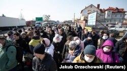 КПП «Дорогуськ» на кордоні з Польщею, 27 березня 2020 року. Того дня повернутися до України ще можна було пішки, з 28 березня – тільки автом