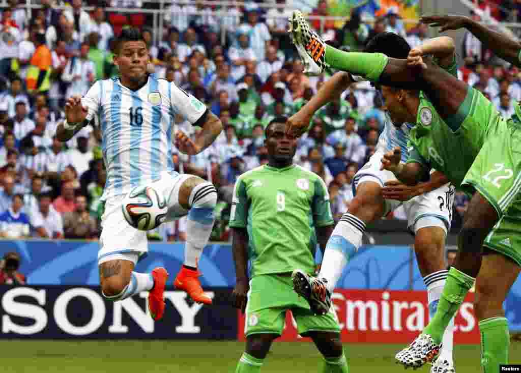 Nigeriya-Argentina – 2:3. Marcos Rojo Nigeriyanın qapısına üçüncü qolu vurur.