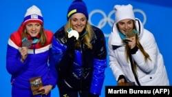 Нарвэжка Майкэн Каспэрсэн Фала (срэбны мэдаль), швэдка Стына Нільсан (золата) і расейка Юлія Беларукава (бронза) — пераможцы ў лыжных гонках на Алімпіядзе-2018
