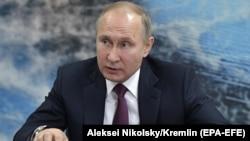 Раніше російські ЗМІ повідомляли, що Володимир Путін скасував найближчі публічні заходи