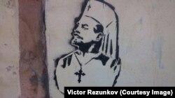 Графіті художника, відомого під псевдонімом Чацький. Графіті з'явилися недалеко від Нарвських воріт у Петербурзі в липні 2015 року. Але були зафарбовані